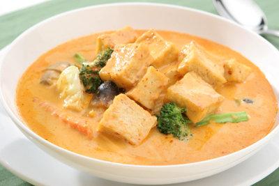 Die Blätter der Pflanze benutzen Sie wie Currygewürz.
