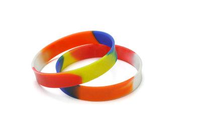 Armbändern werden bestimmte Wirkungen nachgesagt.