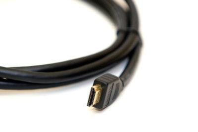 PC und Receiver können Sie per HDMI verbinden.
