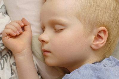 Kinder benötigen einen gesunden Schlaf.
