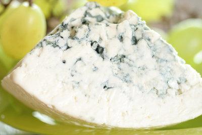 Schimmel im Käse ist lecker - in der Wohnung jedoch nicht.
