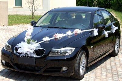 Das Auto sollte festlich geschmückt werden.