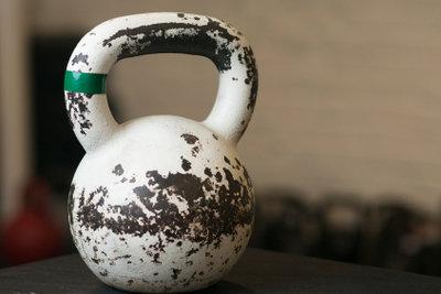 Auch mit 15 kann man im Fitnessstudio trainieren.