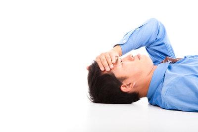 Wetterfühlige leiden häufig unter Kopfschmerzen.
