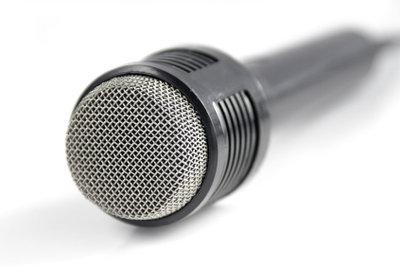 Für die PS3 bekommen Sie kabelgebundene und drahtlose Mikrofone.