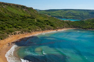 """Ein beliebter Strand auf Malta ist der """"Golden Bay""""."""