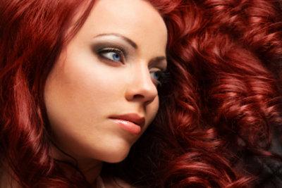 Mit roten Haaren fallen Sie auf.