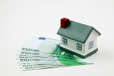 Ein Privatkredit kann eine Lösung sein - achten Sie aber auf Stolperfallen.