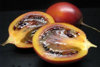 Reife Tamarillofrüchte schmecken süß bis herb.