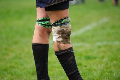 Knieprobleme treten nicht nur beim Sport auf.
