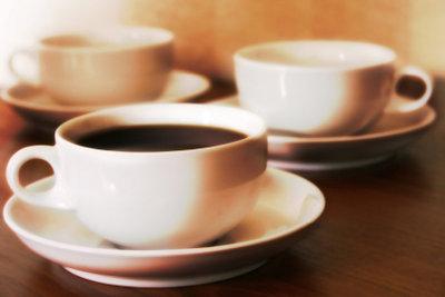 Eine Tasse Kaffee kann das Sportprogramm unterstützen.