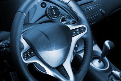 Die Autoinnenreinigung braucht nicht unbedingt Spezialreiniger, um gründlich zu sein.