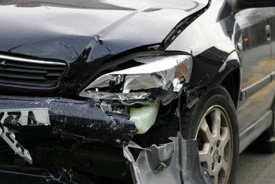 Zu schnelles Fahren ist mit vielen Gefahren verbunden.