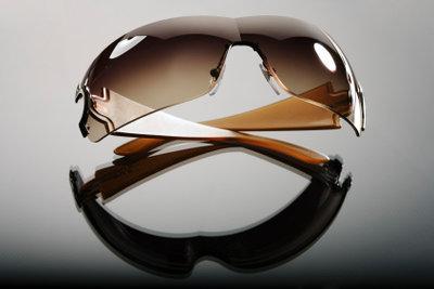 Eine Sonnenbrille ist ein wichtiges Accessoires für eine Udo-Lindenberg-Verkleidung.