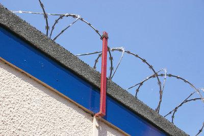 Hinter Gittern arbeiten