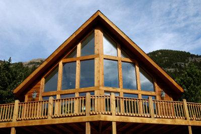 Auch im Außenbereich erzeugt Holz eine heimelige Atmosphäre.