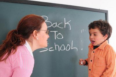 Als ehemalige Lehrerin können Sie Kindern Nachhilfe geben.