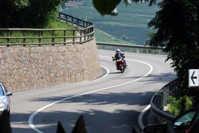 Oft ist es günstiger, den Motorradführerschein im Ausland zu machen.