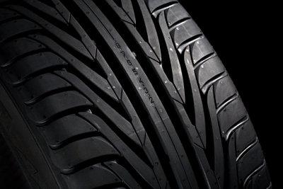 Pkw-Reifen - H steht für Geschwindigeiten über 200.