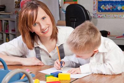 Eine Erzieherausbildung ist die wichtigste Voraussetzung für einen Beruf im Kindergarten.