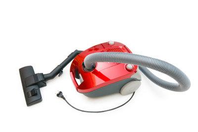 Mit einem Staubsauger können Sie die Luft aus den Vakuumbeuteln ziehen.
