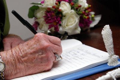 Gästebucheinträge für eine goldenen Hochzeit sind manchmal schwer zu finden.