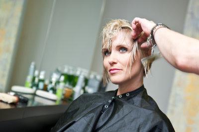 Als Friseur arbeiten Sie kundenorientiert.