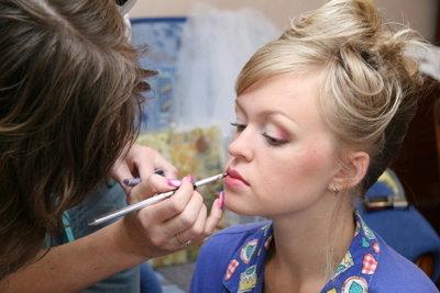 Make-up können Sie nicht nur aufmalen, sondern auch tätowieren lassen.