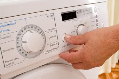 Fadenvorhänge kann man auch in der Waschmaschine waschen.