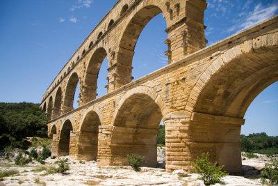 Pont Du Gard gehört zu den antiken Baudenkmälern.