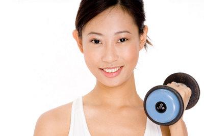 Gegen Schulterschmerzen helfen Übungen.