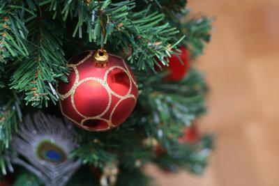 Eine Alternative zum Weihnachtsbaum können Sie aus Holz basteln.