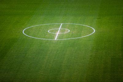 Häufig müssen Fußballer eine Sportpause wegen einer Schambeinentzündung einlegen.