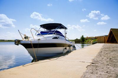 Wer ein Boot verkauft, sollte einen schriftlichen Kaufvertrag vorbereiten.