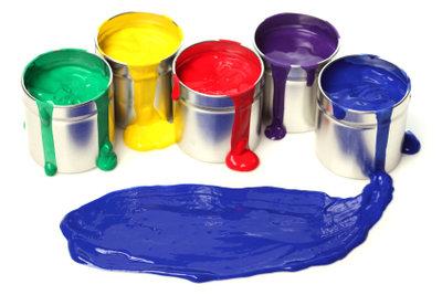 Für Kunststoff gibt es viele Farben zu kaufen.