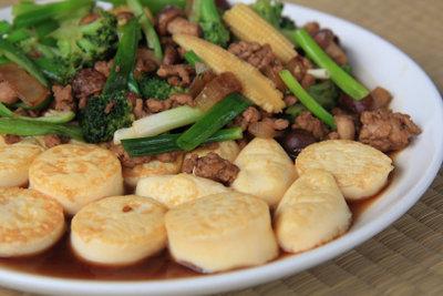 Tofu mit Gemüse hilft beim Abnehmen.