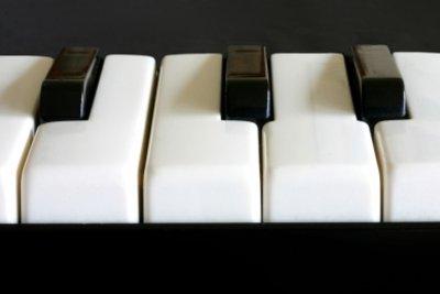 Die Anordnung der Tasten ist bei allen Klaviaturen gleich.