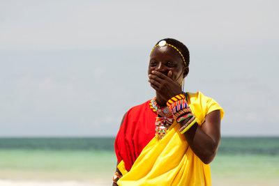 Der Gang der Massai stand Pate bei der Entwicklung der Schaukelschuhe.