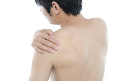 Schmerzen im linken Oberarm sollten ernstgenommen werden.