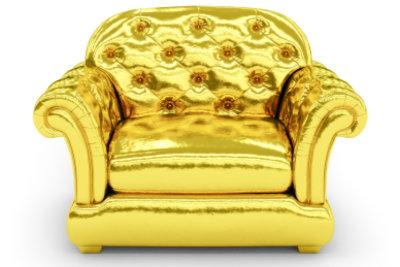 Einen Sessel neu zu beziehen, ist nicht so schwer, wie es aussieht.