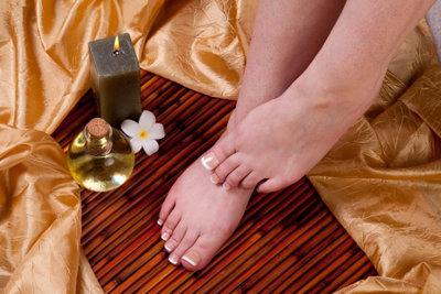 Bei der Pediküre werden Ihre Füße verwöhnt.