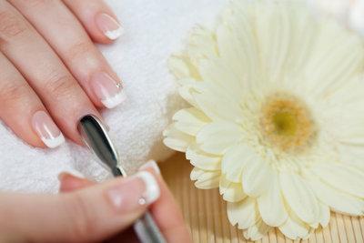 Dezent und wunderschön - perfekte Fingernägel für die Hochzeit müssen nicht aufwendig sein.