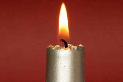 Kerzen eignen sich ideal für die Weihnachtsbeleuchtung.