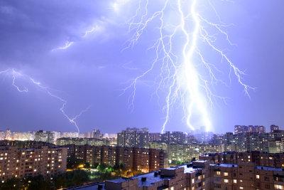 Bei starkem Unwetter sollten Kinder nicht nach draußen.