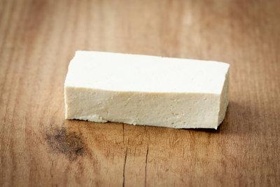 Für vegetarische Königsberger Klopse benötigt man festen Tofu.