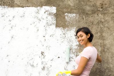 Fassade streichen erfordert eine gründliche Vorbereitung.
