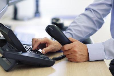 Mithilfe der Tastatur kann eine Rufumleitung eingerichtet werden.