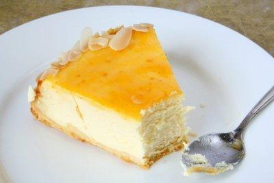 Käsekuchen schmeckt auch kalorienarm zubereitet sehr gut.