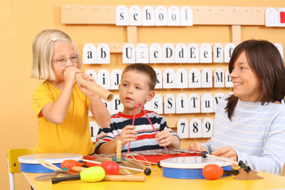 Orff-Instrumente fördern die musikalische Entwicklung von Kindern.
