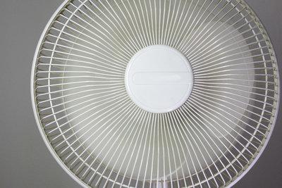 Sorgen Sie für ausreichend Kühlung im Gehäuse und halten Sie die Temperatur niedrig.